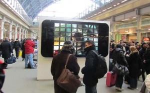 Weltgrößtes iPhone aus 56 iPads